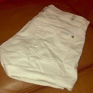Seven for all mankind white shorts!⚪️⚪️⚪️
